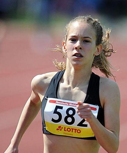 Jana Becker (LG Wettenberg) läuft Hessenrekord